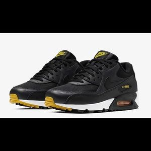 NWT Nike Air Max 90 Sneakers